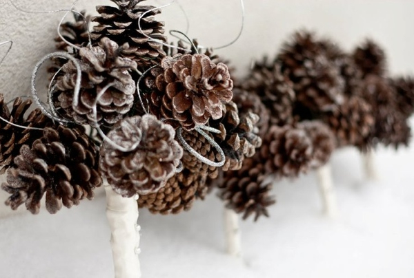 winter-wedding-bouquet-ideas-with-pinecones.001