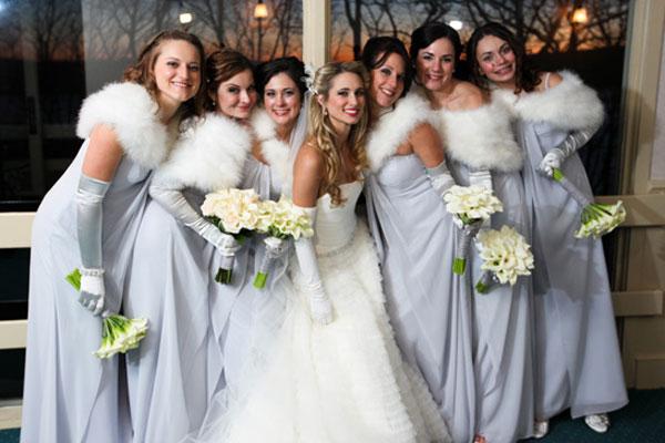 winter-wedding-bridesmaids-fur-wraps-gloves-zenobia-studios