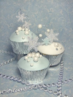 winter wedding part 3 blue stand closeup